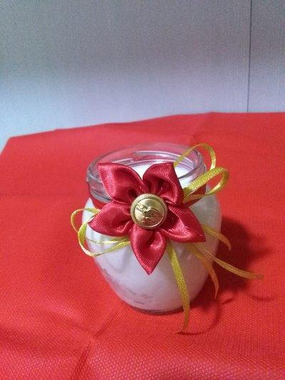 Candela profumata di cera di soia naturale interamente fatta a mano