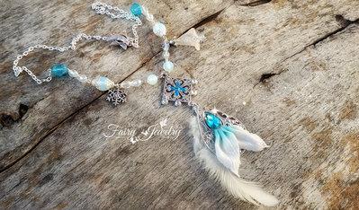 Collana coda di sirena mari ghiacciati con opali e mezzi cristalli piuma fimo pasta polimerica