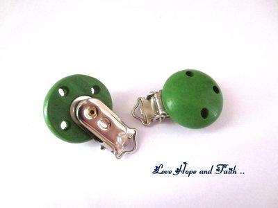 1 Porta ciuccio color verde foglia (48x28x17mm)