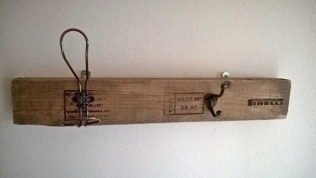 Appendiabiti in legno Pirelli