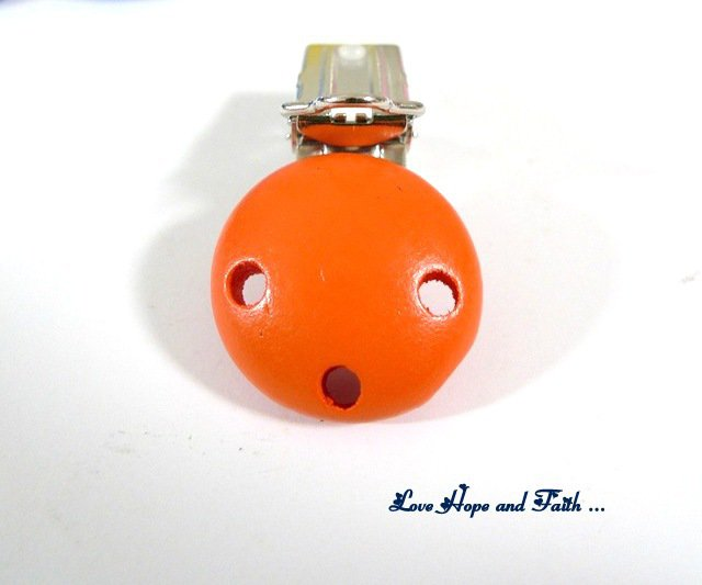 1 Porta ciuccio color arancio (48x28x17mm)