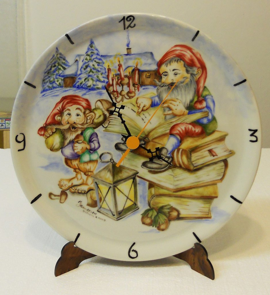 orologio da muro su piatto ceramica