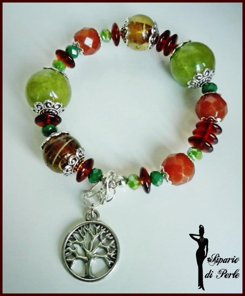Bracciale in perle miste e pendente albero della vita