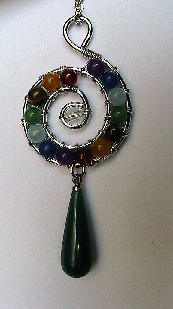 Collana donna con ciondolo wire vere pietre 7 chakra e goccia vera agata verde