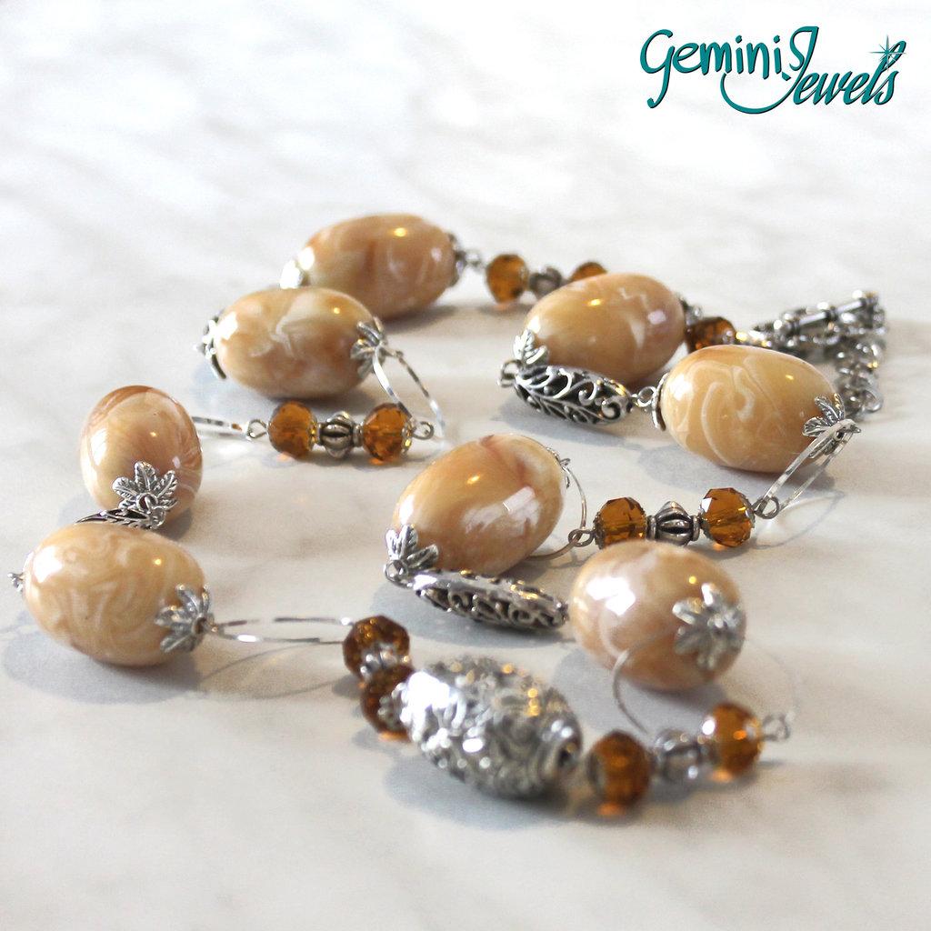 Collana lunga con perle in resina vintage