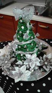 centrotavola natalizio con albero in spago