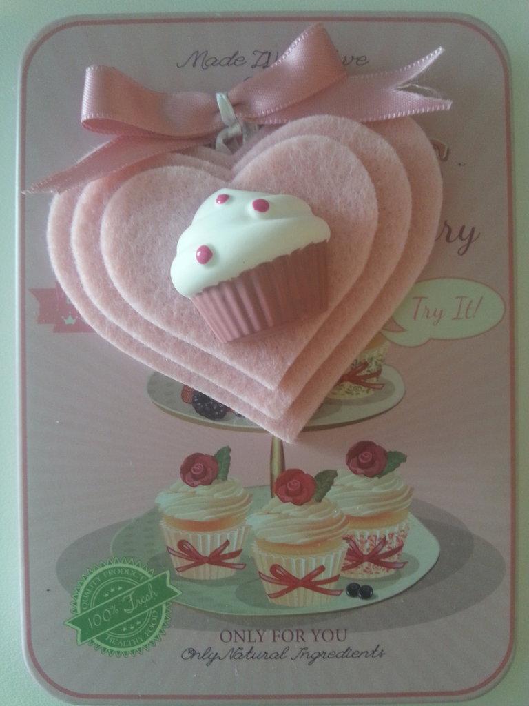 Segnaposto Matrimonio Feltro.Gessetti Profumati Cupcake Su Cuore In Feltro Segnaposto Battesimo