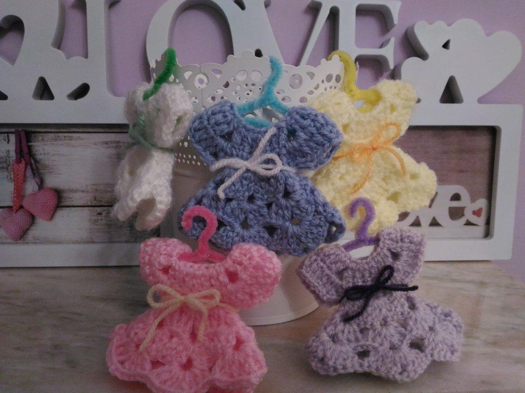 Vestitino miniatura ad uncinetto per confettate nascita battesimo compleanni