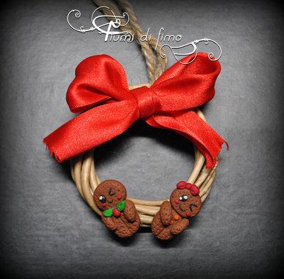 ghirlanda fimo| ghirlanda di natale| ghirlanda da appendere| addobbi albero| addobbi natale| omini pan di zenzero fimo| biscotti pan di zenzero fimo| decori natalizi fimo