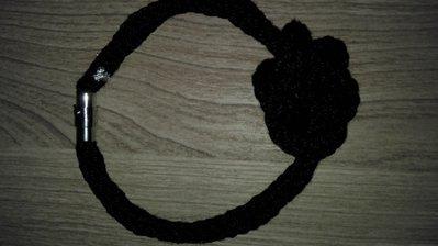 Bracciale nero con nodo