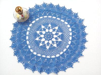 Centrino a uncinetto blu fiordaliso, grande centrotavola, pizzo, arredamento casa, 34 cm