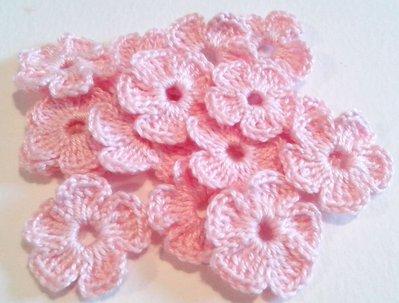 10 Mini Fiori a uncinetto per applicazioni / Set di 10 fiori /Scrapbooking / Fiori rosa