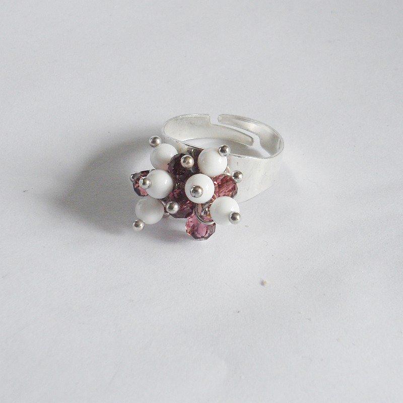 Anello regolabile bianco e viola con conchiglia e vetro
