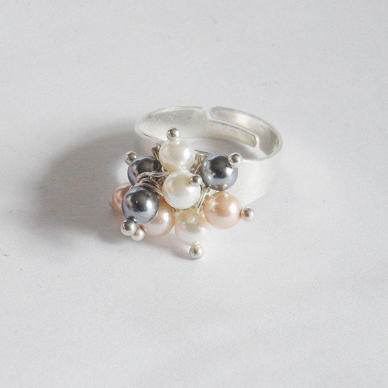 Anello regolabile con perle cerate