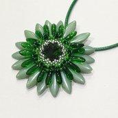 Medaglione Corolla floreale verde e argento