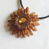 Medaglione Corolla floreale marrone e giallo con Sunflower Swarovski
