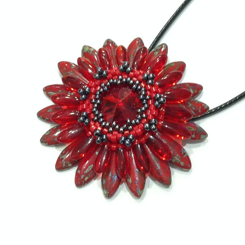 Medaglione Corolla floreale rosso ed ematite