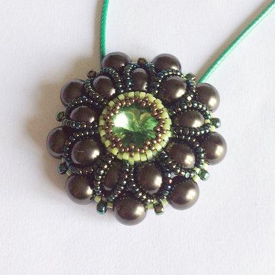 Medaglione Pearly floreale perle verdi