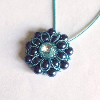 Medaglione Pearly floreale perle blu