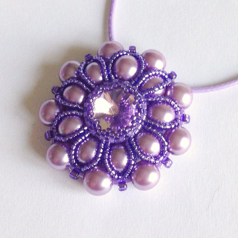 Medaglione Pearly floreale perle lilla