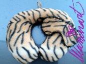 Cuscino da viaggio e mascherina in pile zebrato
