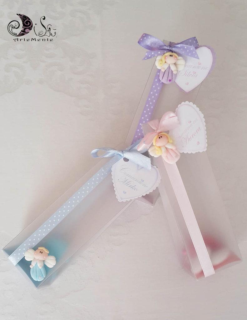 Bomboniera comunione ciondoli angioletti con cuoricino perlato confezionamento completo con scatola pvc tag cuore personalizzata bimbo e bimba