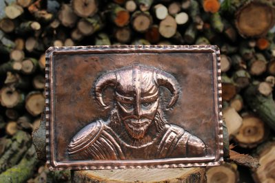 quadro vichingo guerriero barbaro fantasy in rame cesellato a mano