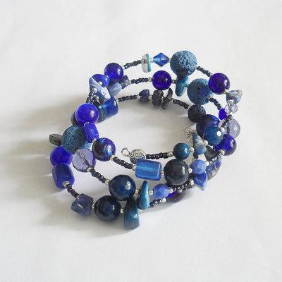 Bracciale blu con pietre da avvolgere