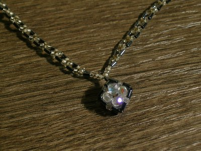 collana con pendente di cristalli