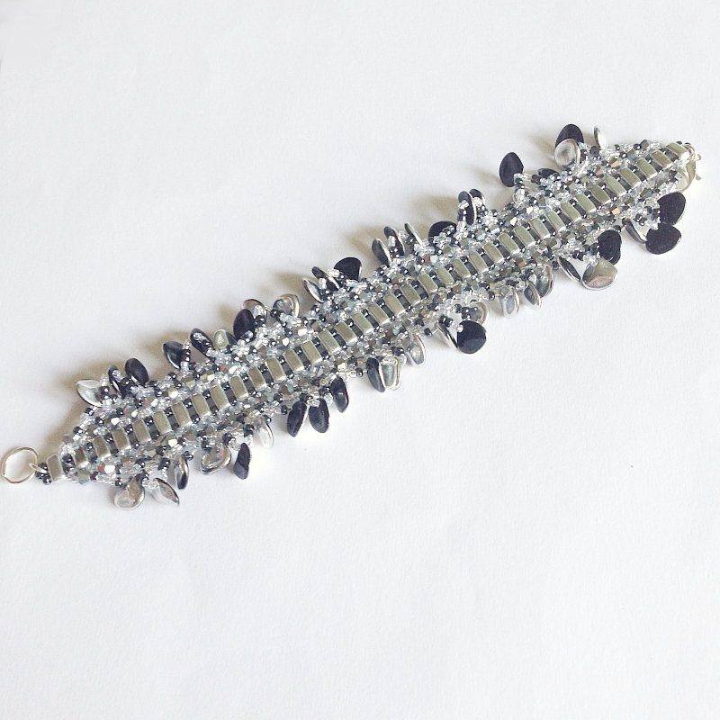 Bracciale argentato glamour con petali