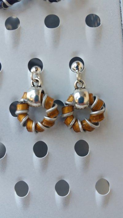 Orecchini color oro ad anello