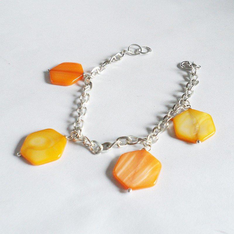 Bracciale con madreperla arancione e gialla