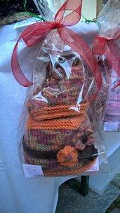 Set bimba 3-6 mesi berretto e stivaletti con lacci arancio e marrone