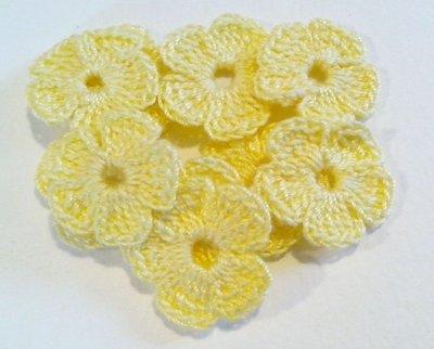 10 Mini Fiori a uncinetto per applicazioni / Set di 10 fiori /Scrapbooking / Fiori  gialli