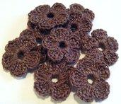 10 Mini Fiori a uncinetto per applicazioni / Set di 10 fiori /Scrapbooking / Fiori marroni.
