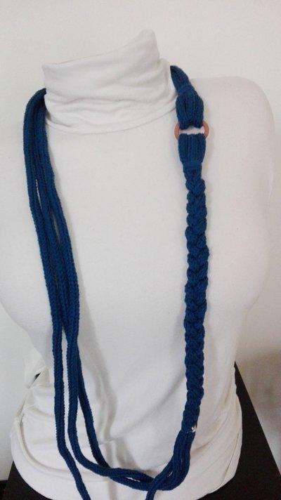 Collana blu con anello