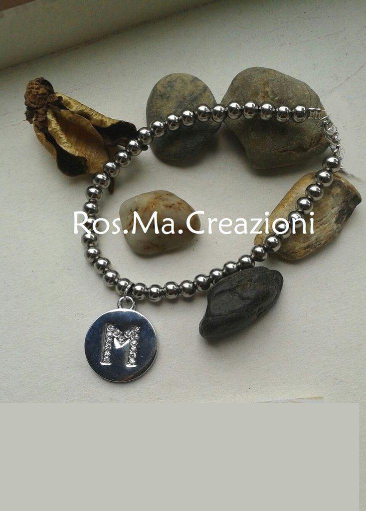 Bracciale elastico con perline in acciaio e ciondolo iniziale del tuo nome!