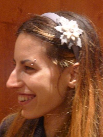 Cerchietto fermacapelli grigio perla con stella alpina laterale