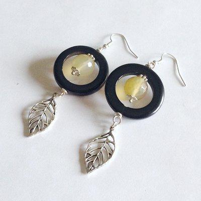 Orecchini agata nera e gialla con ciondoli foglie
