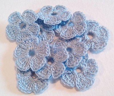 10 Mini Fiori a uncinetto per applicazioni / Set di 10 fiori /Scrapbooking / Fiori celesti