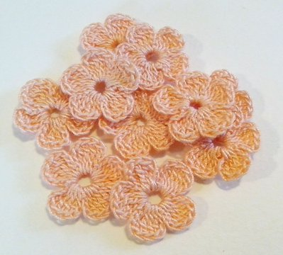 10 Mini Fiori a uncinetto per applicazioni / Set di 10 fiori /Scrapbooking / Fiori rosa arancio