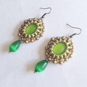Orecchini Victorian verde e oro con lucite