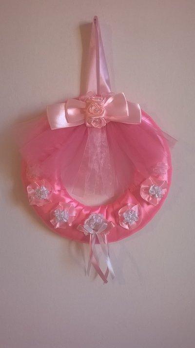 Fiocco nascita principessa, coccarda rosa con fiori e perle