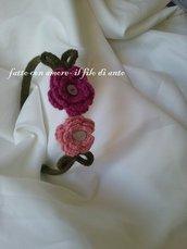 Cerchietto con fiori rosa e fucsia fatti a mano