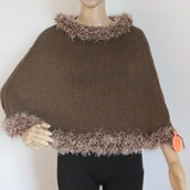 mantellina marrone con bordo effetto pelliccia