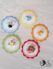 Card Art etichette segnaposto compleanno colorate, tema arcobaleno, personalizzabili animaletti con numero