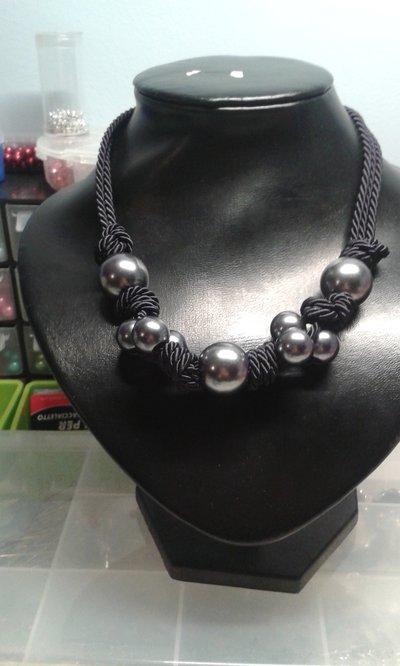 Collana blu nodi e perle