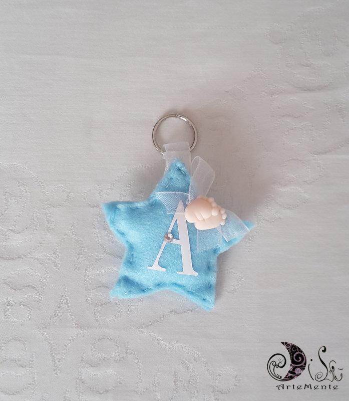 bomboniere battesimo e nascita portachiavi piedini stellina celeste baby con lettera personalizzata