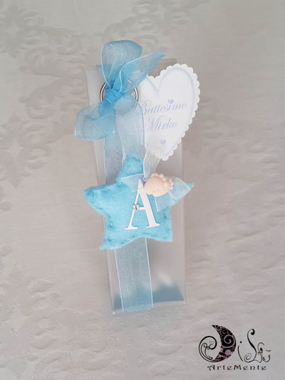Bomboniere nascita e battesimo portachiavi stellina con piedini e lettera personalizzata confezionata con scatola pvc portaconfetti