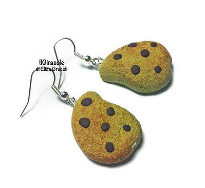 Orecchini biscotto con gocce di cioccolato in fimo pendenti